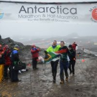First Blind Runner Conquers the 2014 Antarctica Marathon